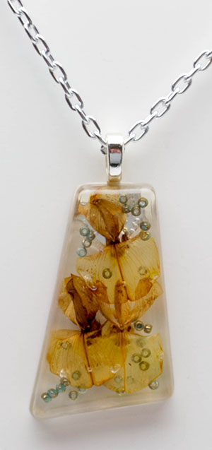 Natural flower resin necklace