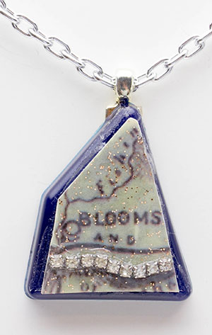 Map resin rhinestone necklace