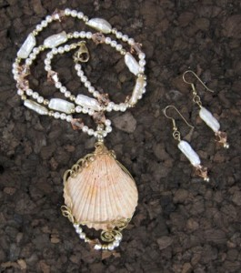 Australian clam shell and pearl necklace & earrings