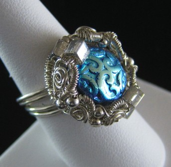 Sterling silver ornate coiled blue coin bead ring - Size 8