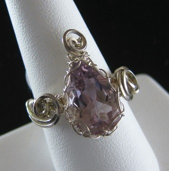 Sterling silver genuine faceted pear shaped amethyst ring - Size 9